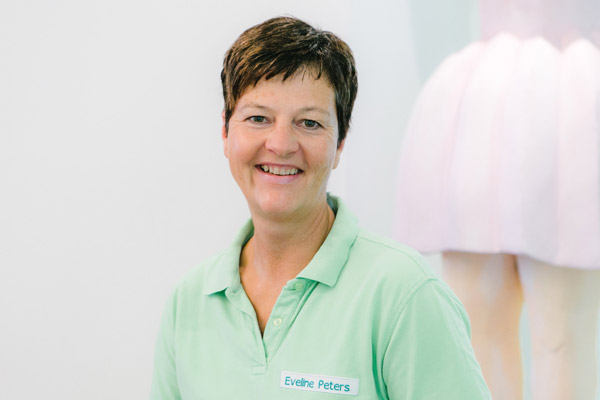 Eveline Peters, Dentalhygienikerin